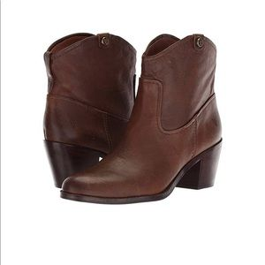 NEW FRYE jolene brown pull on leather booties
